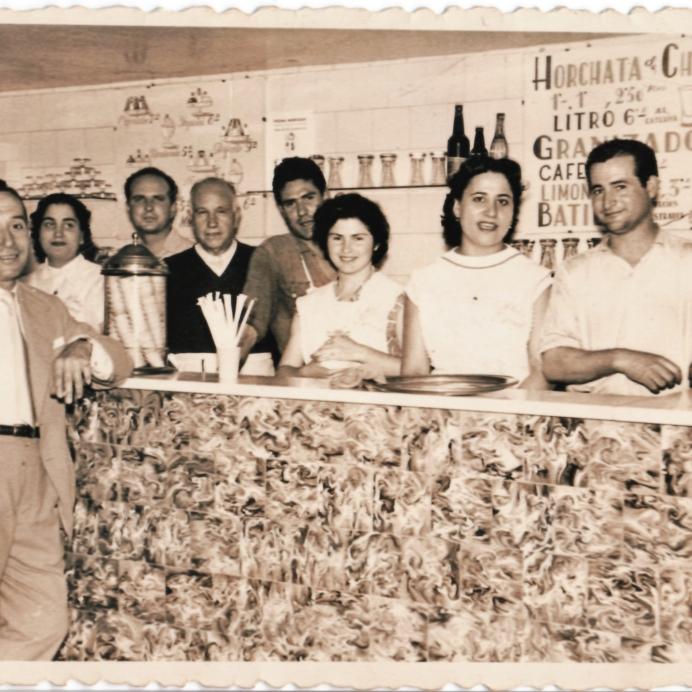 Años 40, en nuestra tienda de la Ronda Sant Pau 3, Barcelona. Sirvent 1926. www.sirvent1926.com
