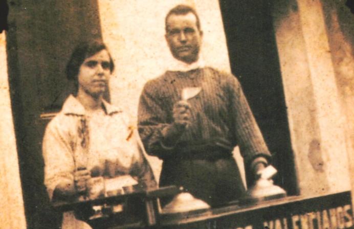 Años 30. Nuestro Bisabuelo, Sebastian Sirvent, con su carrito de helados www.sirvent1926.com