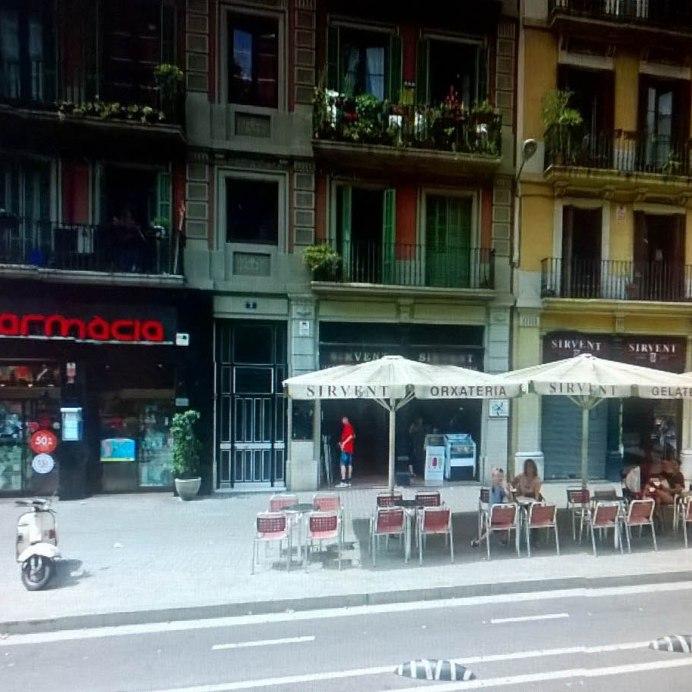 Fachada de nuestra tienda de la Ronda Sant Pau 3, Barcelona